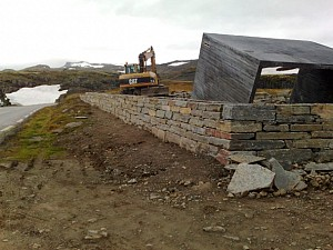 FV 243 Aurland-Lærdal, mur rasteplass Flotane